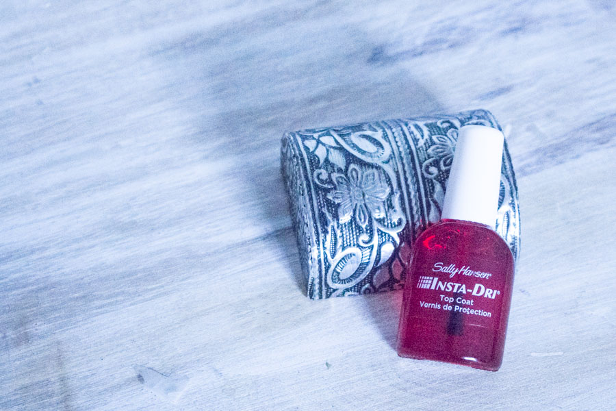Let-It-Glow-Blog-Beaute-Vernis-Top-Coat-Accelerateur-Sechage-Seche-VIte-Sally-Hansen-Insta-Dri-Deborah-Lippmann-Addicted-To-Speed-Nailberry-Fast-Dry-Gloss-4