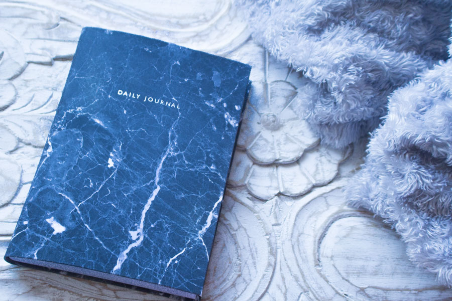 Let-It-Glow-Blog-Agenda-Daily-Journal-Planner-Marbre-Noir-Urban-Outfitters--2